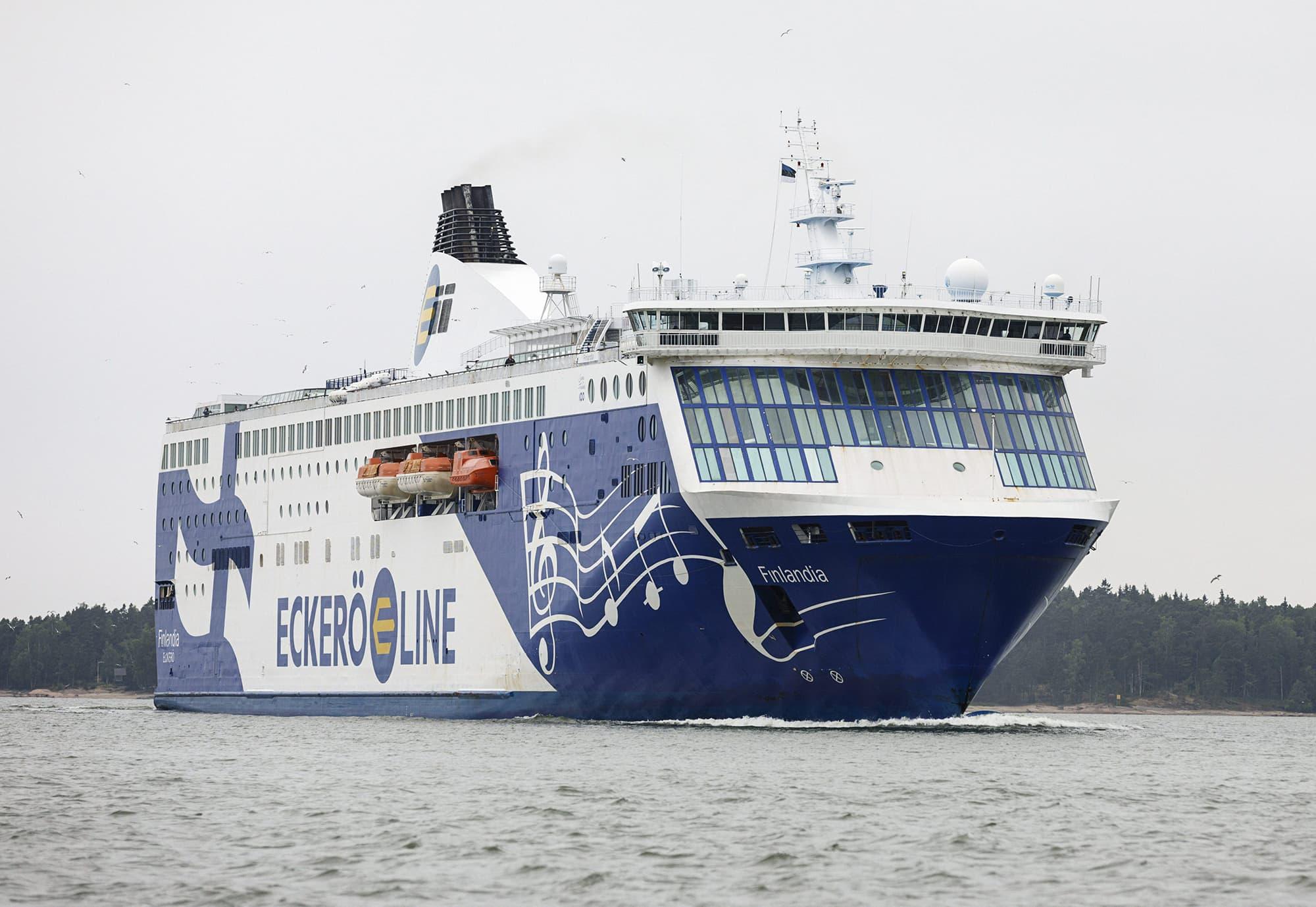 Eckerö Linen matkustajalaiva merellä Helsingin edustalla.