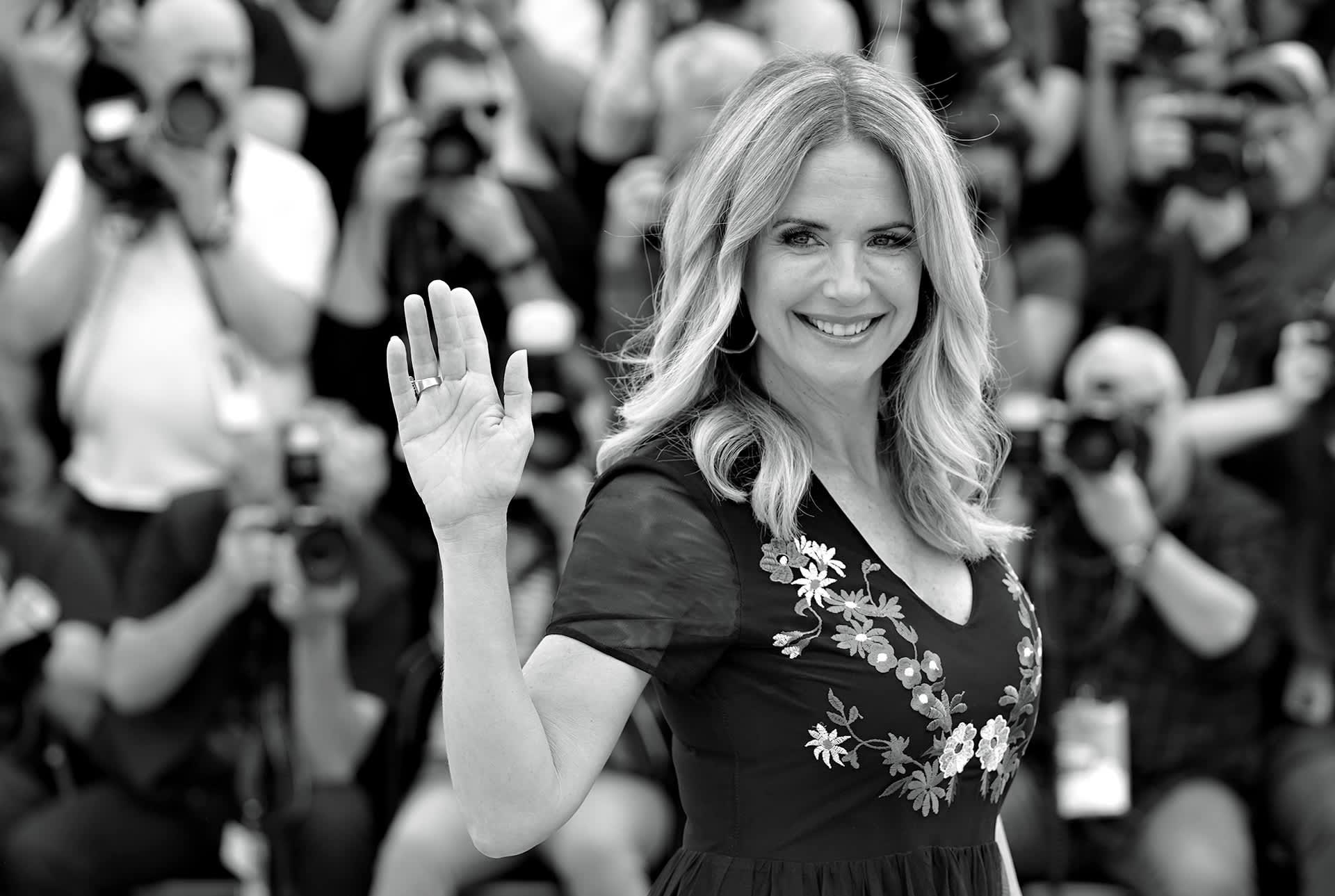 Kelly Preston poseerasi valokuvaajille Cannesin eloukuvajuhlilla 15. toukokuuta 2018.