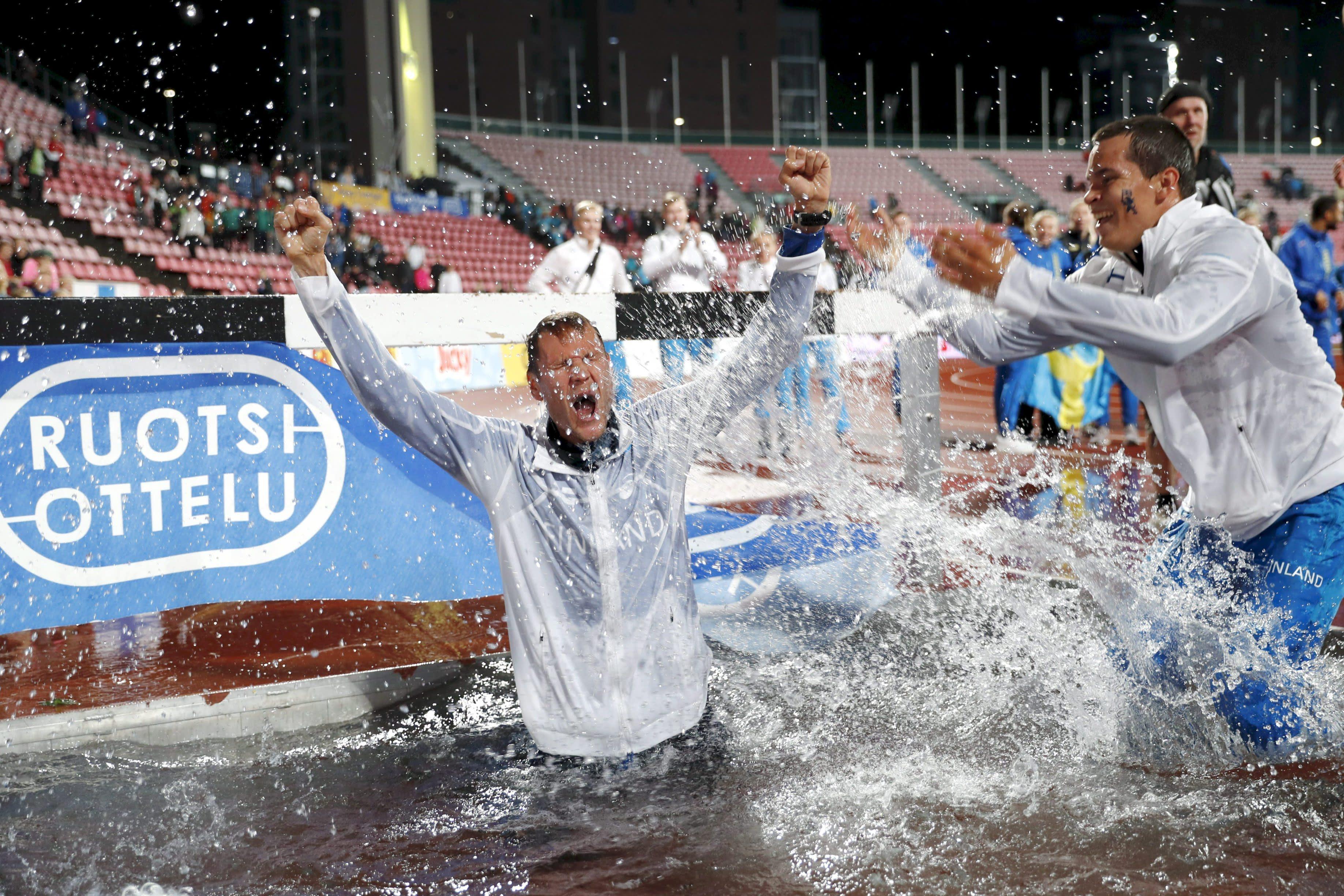 Suomen miehet juhlivat Ruotsi-ottelun voittoa vuonna 2018, kun maaottelu järjestetiin viimeksi Tampereella.
