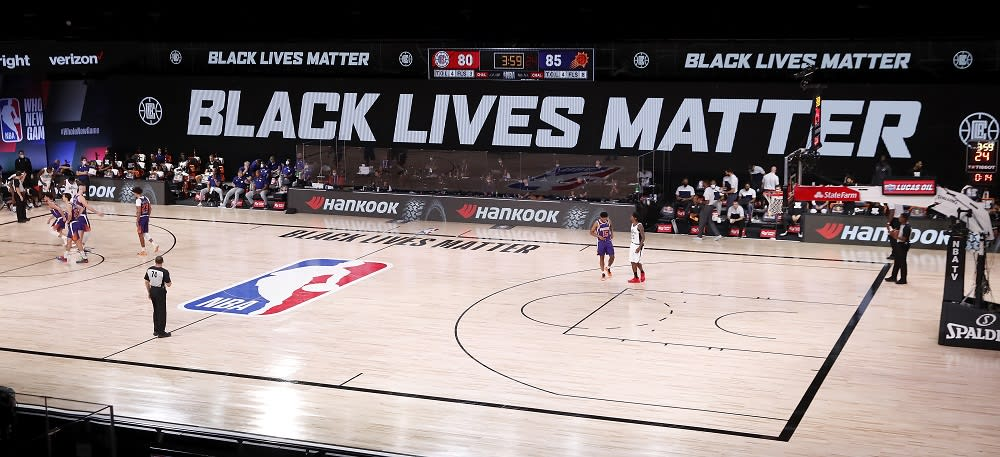 Black lives matter -plakaati NBA-areenalla