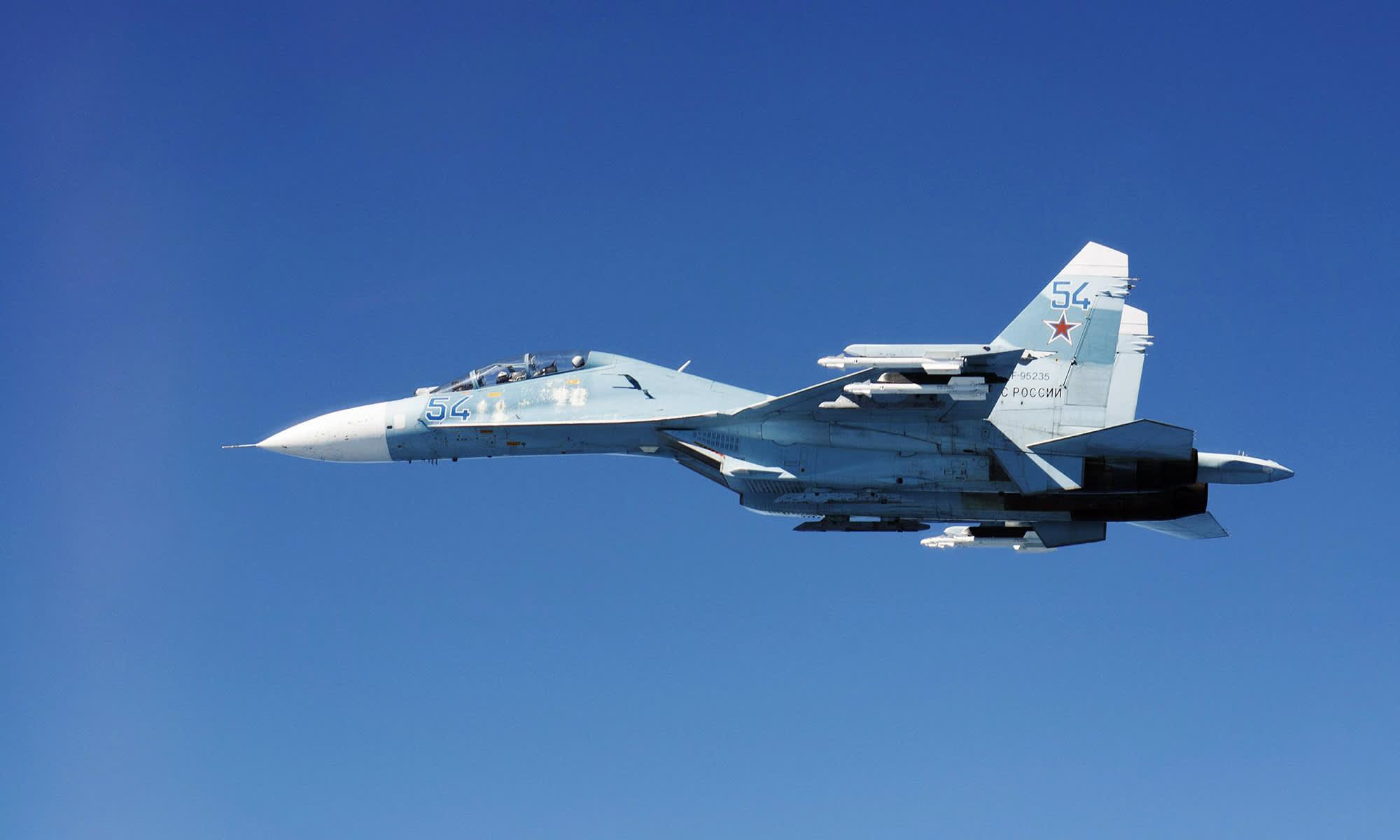 Kuvassa on Suhoi Su-27.