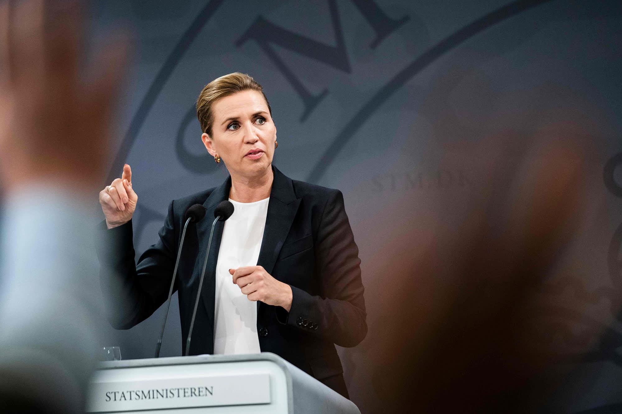 Kuvassa on Mette Frederiksen.