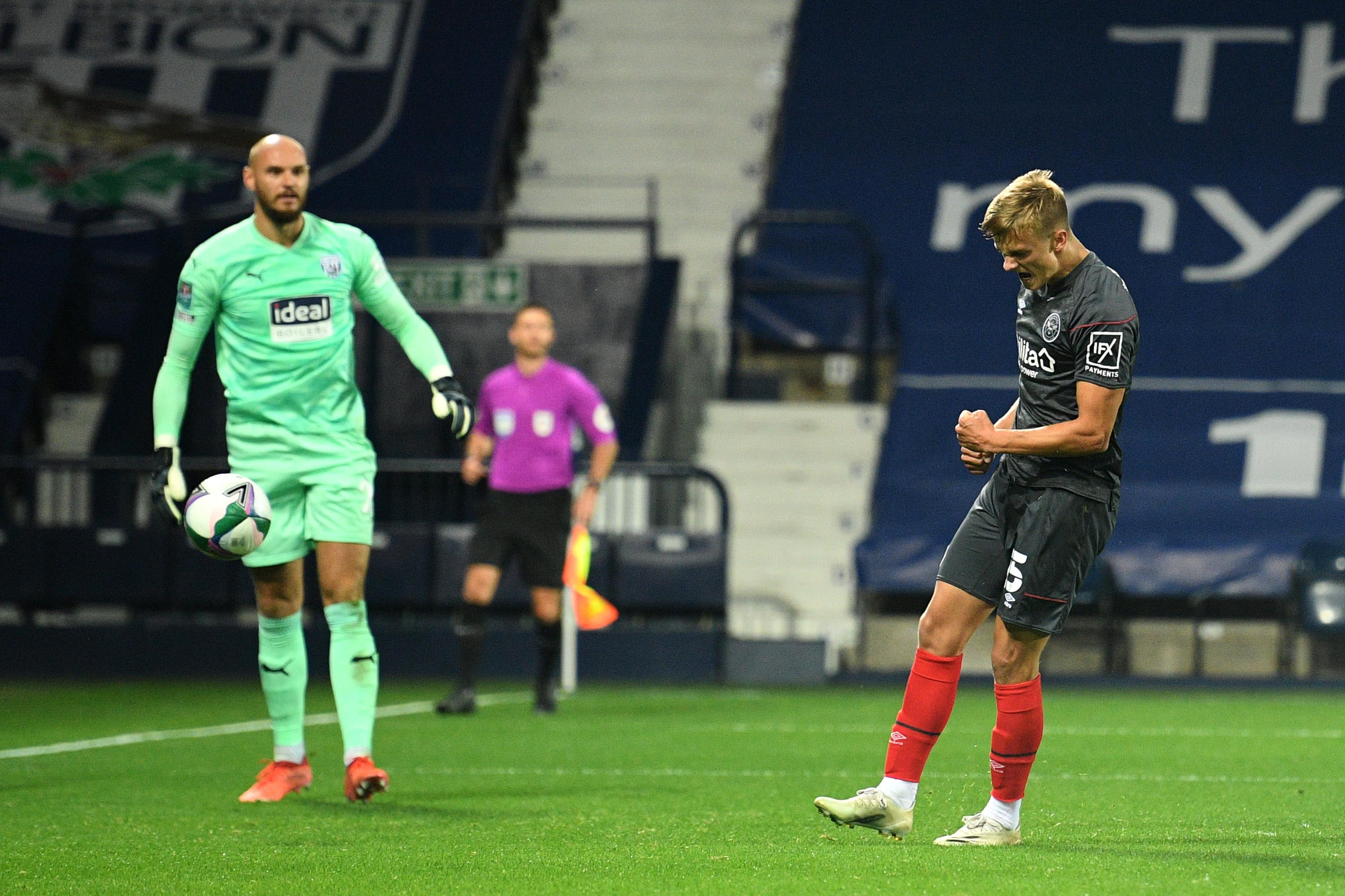Marcus Forss juhlii 2-2-tasoitusta liigacupin 3. kierroksella West Bromwichin verkkoon.