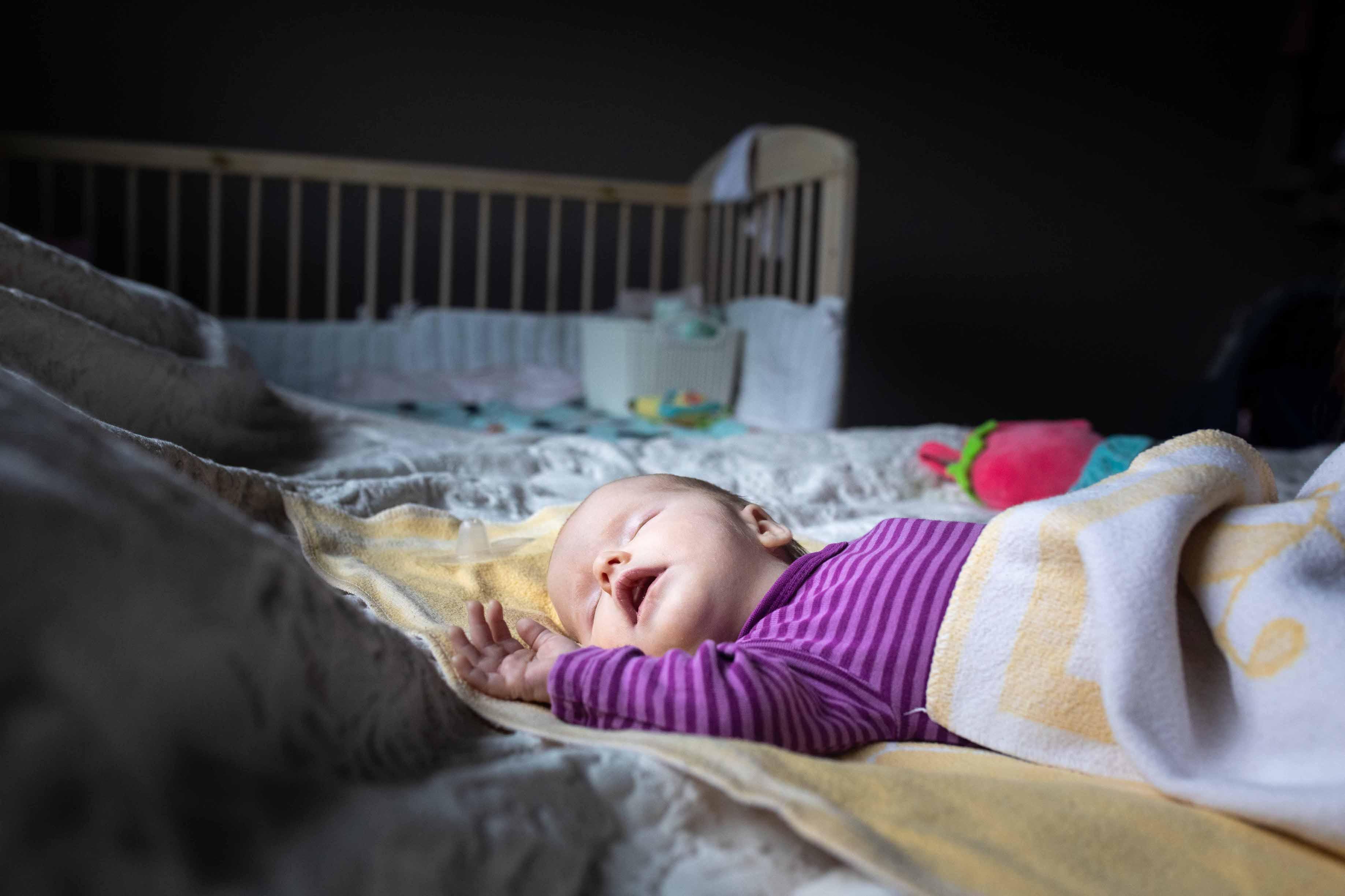 Mildred-vauvan ei tarvitse mennä päivähoitoon ainakaan ennen puolentoista vuoden ikää. Virossa vanhempainpäivärahaa saa pidempään kuin Suomessa.