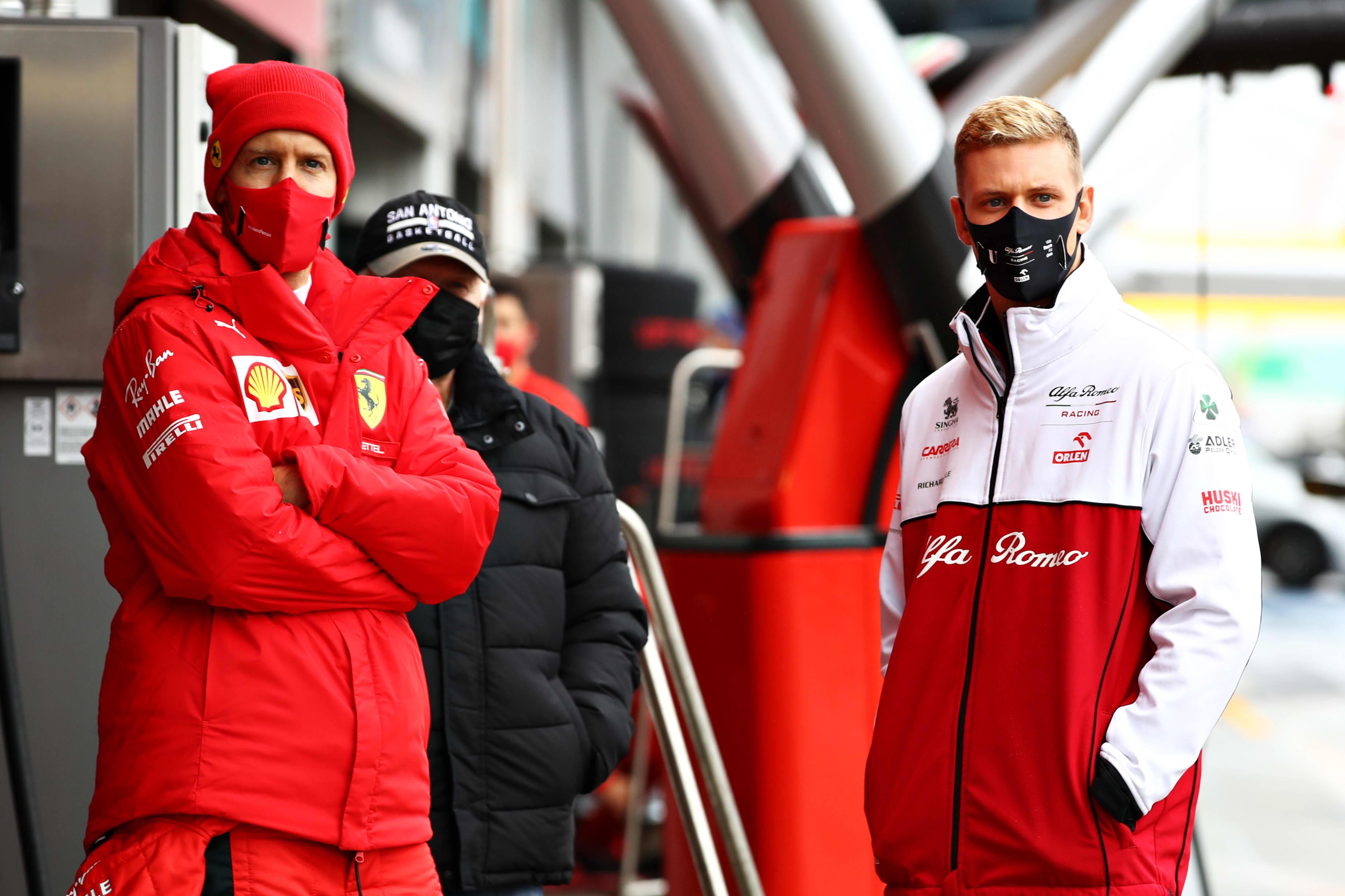 Sebastian Vettel (vas.) ja Mick Schumacher