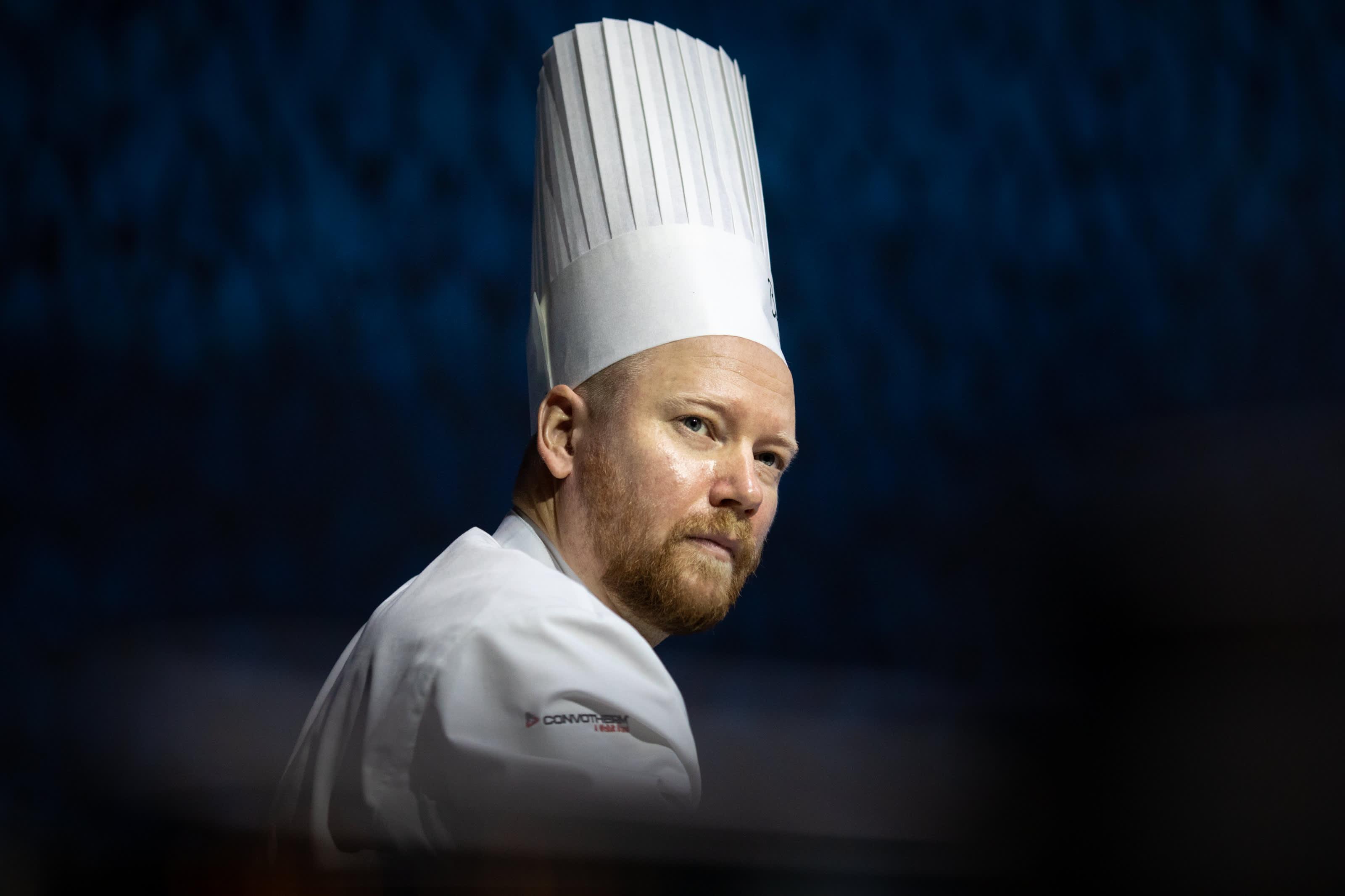 Suomea Bocuse d'Or -kisassa edustava Mikko Kaukonen on helsinkiläinen keittiömestari, joka on työskennellyt muun muassa Michelin-ravintola Olossa. Hänet valittiin viime vuonna Vuoden kokiksi.