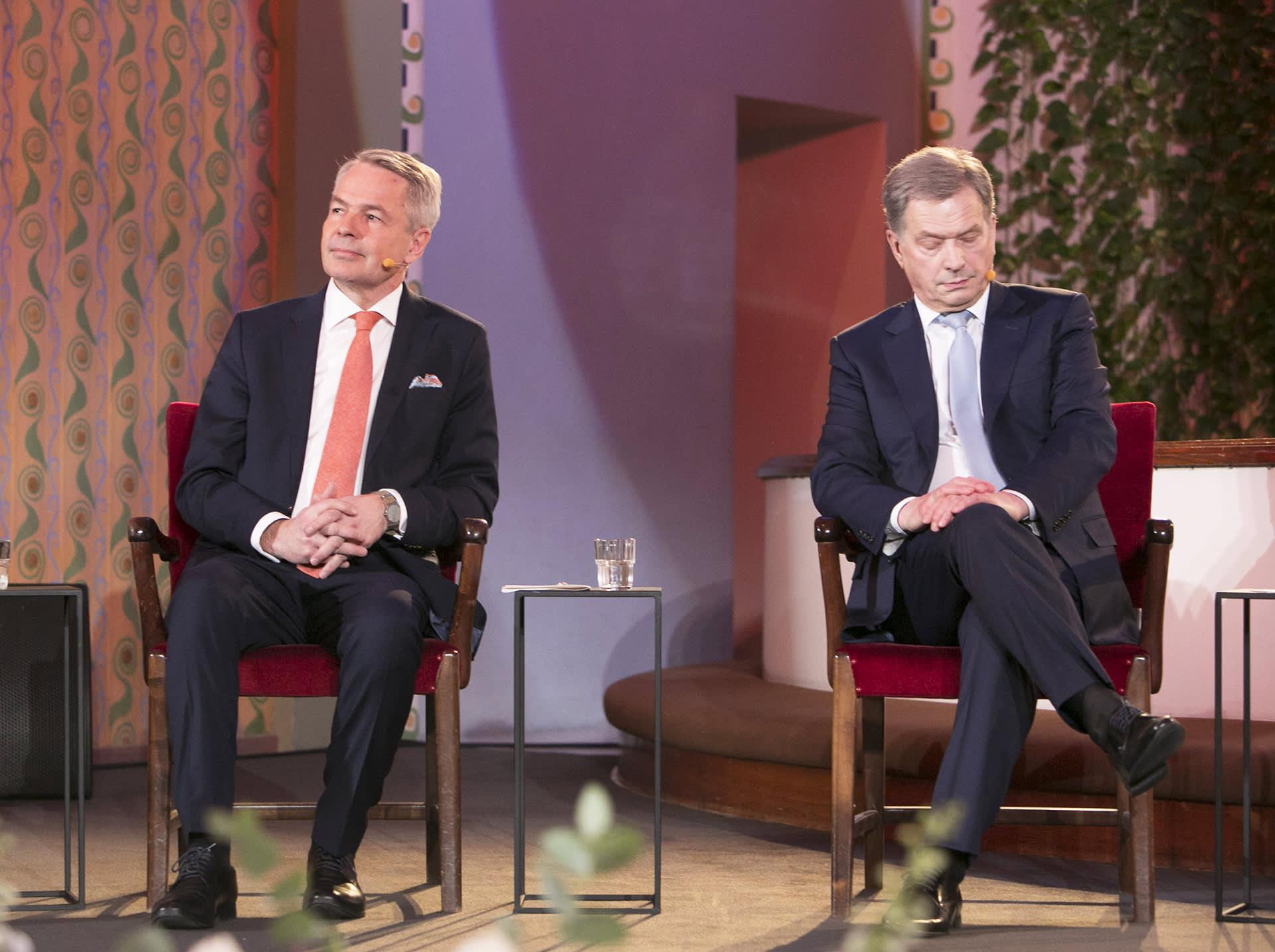 Pekka Haavisto ja Sauli Niinistö presidentinvaalitentissä Kallion kirkossa 2018.