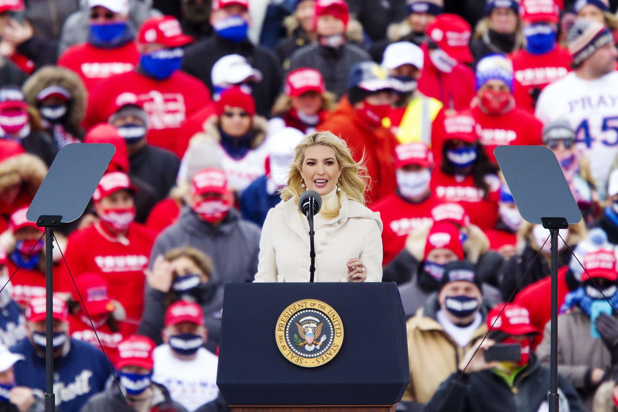 Ivanka Trump piti puheen isänsä presidentti Donald Trumpin vaalitilaisuudessa Michiganissa.