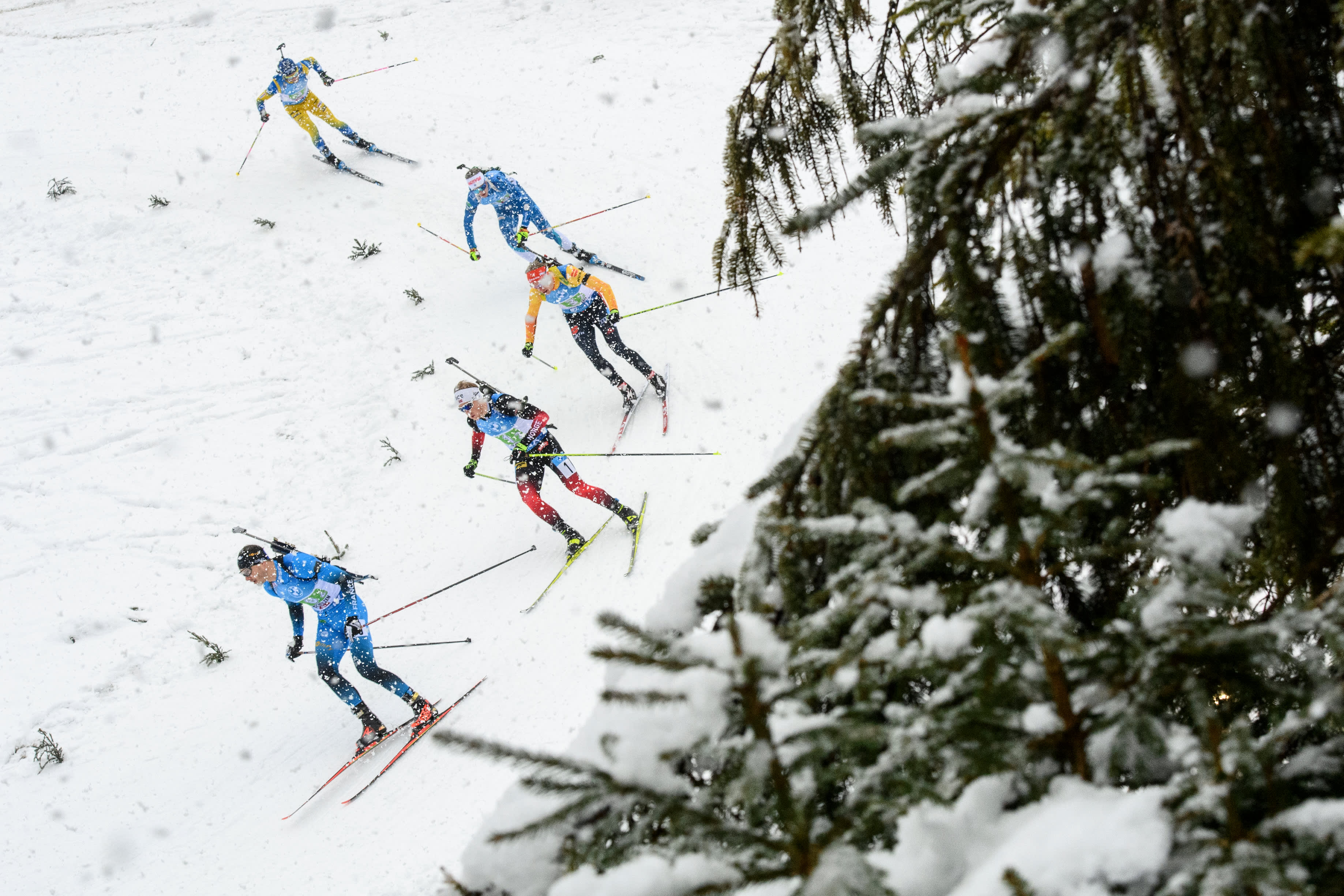 Tero Seppälä kamppaili vielä toisella osuudella huippumaita vastaan kärjessä. Tässä hän on kolmantena Ranskan ja Norjan perässä.