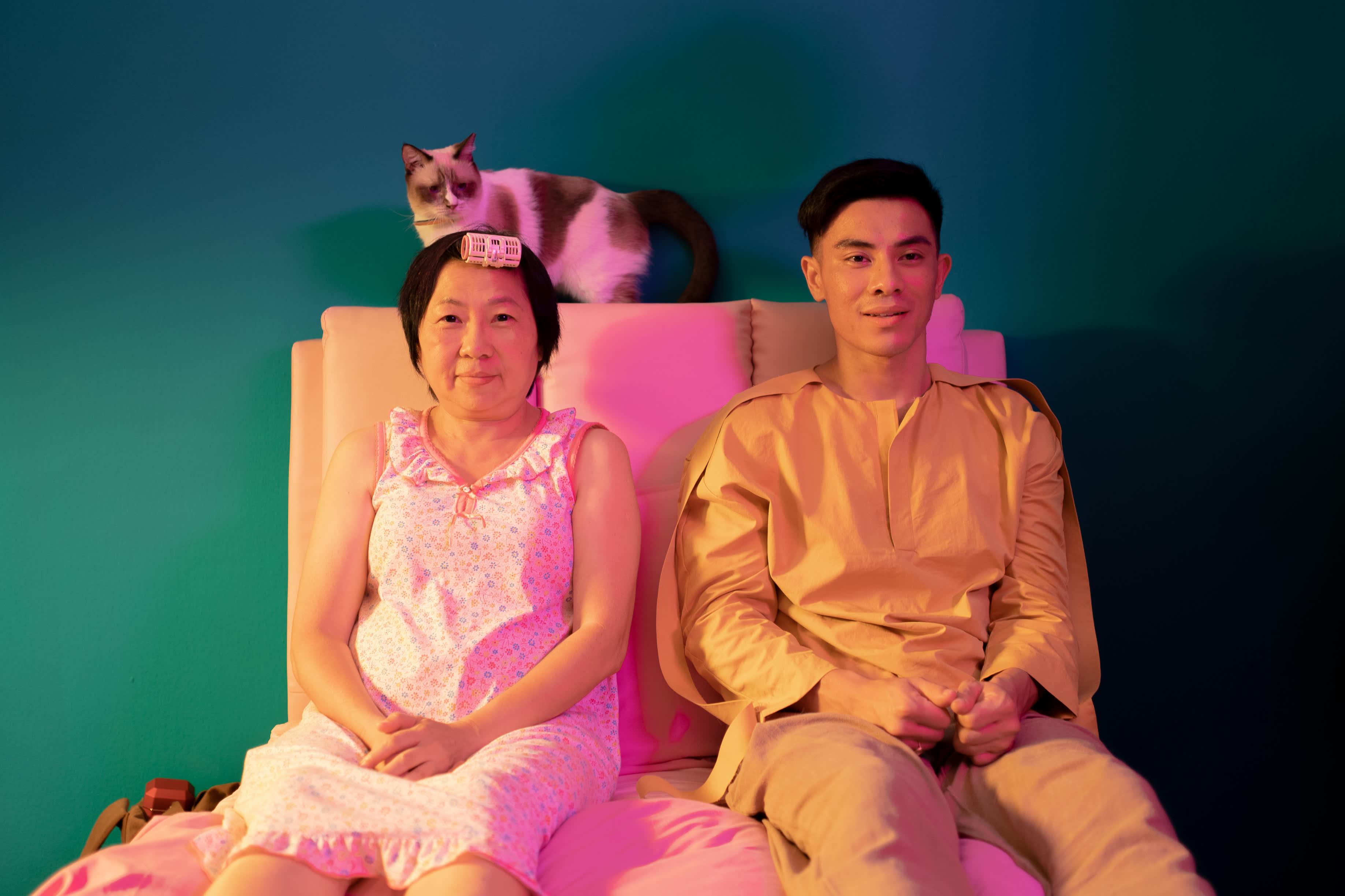 Tiong Bahru Social Clubin päähenkilö Ah Bee (Thomas Pang) pyrkii pois äitinsä helmoista ja hakee merkitystä elämälleen.