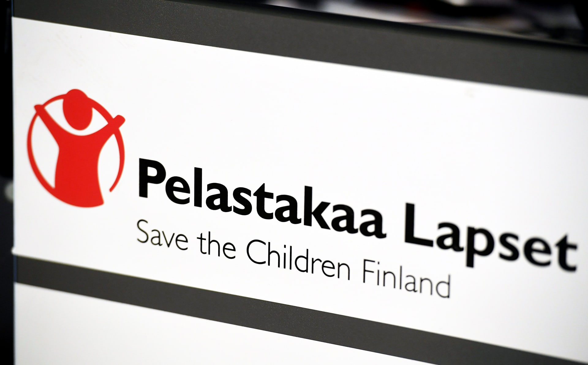 Pelastakaa Lapset ry:n logo