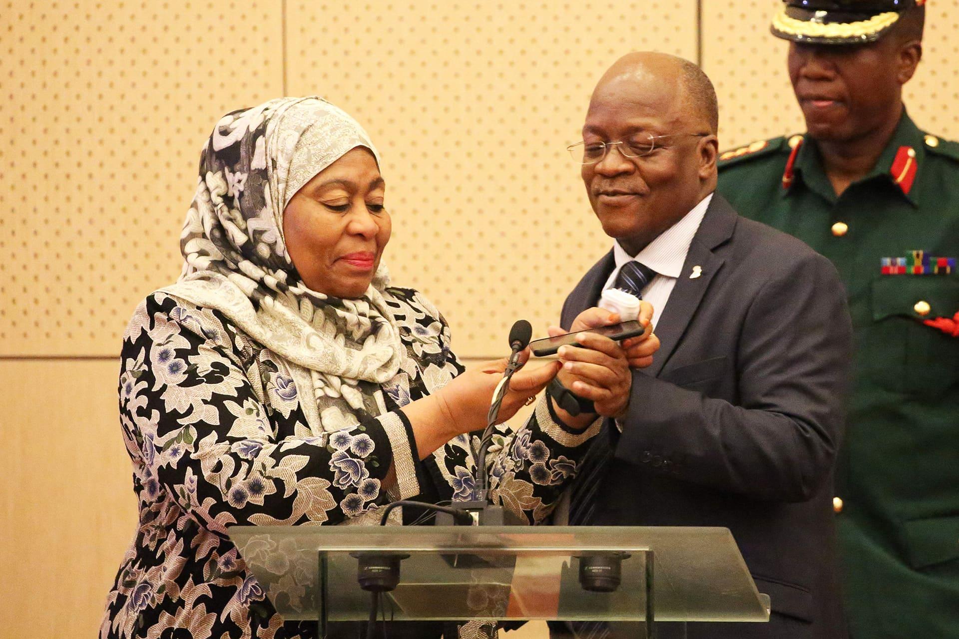 Varapresidentti Samia Suluhu Hassan ja John Magufuli kuvattuna heinäkuussa 2019.