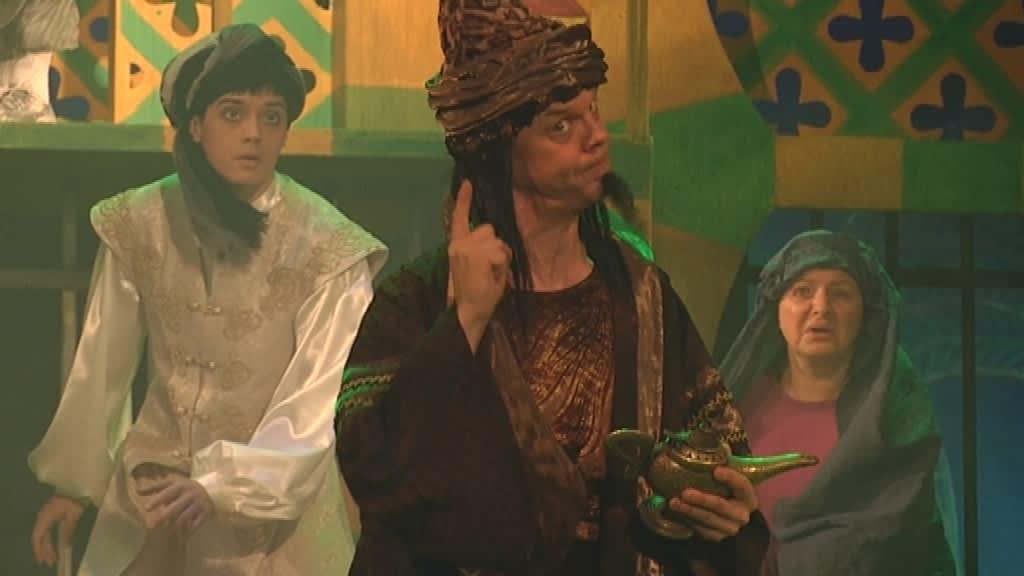 Aladdin ja taikalamppu Porin Teatterissa.
