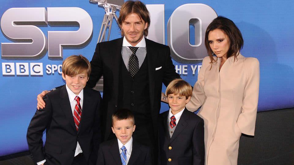 David Beckham, vaimo Victoria ja heidän kolme lasta. Kuvattu joulukuussa 2010 BBC:n Urheilugaalassa.