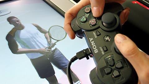 Sonyn Playstation 3 -pelikonsolin ohjain kädessä.
