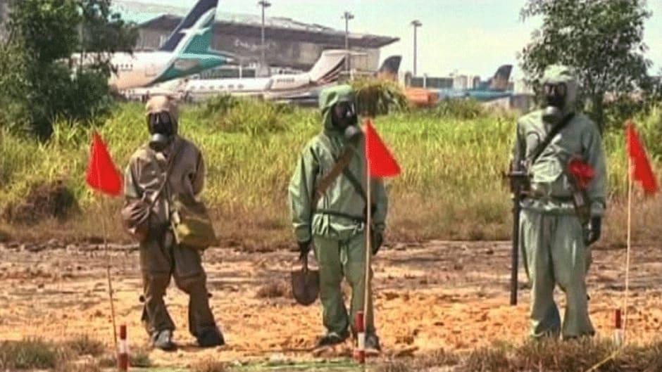 Sotilaita sesiomassa suojapuvut päällä Da Nangissa Vietnamissa.