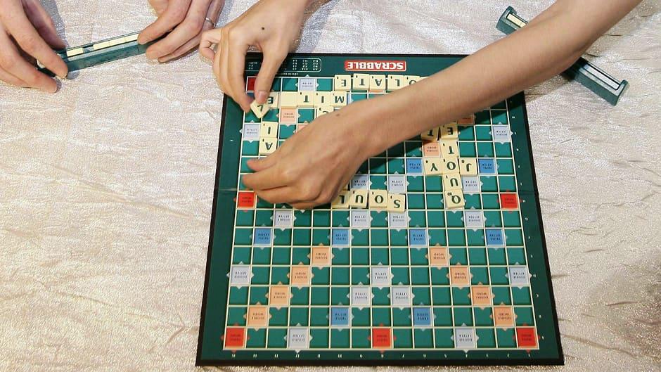 Scrabble-peli käynnissä.