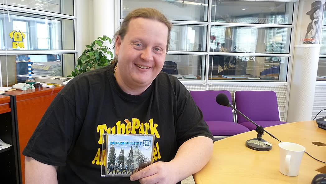 Korsuorkesterin rumpali Jarmo Peippo kertoo, että leijonasta huudellaan Korsuorkesterin keikoilla parinkymmenen vuoden jälkeenkin.