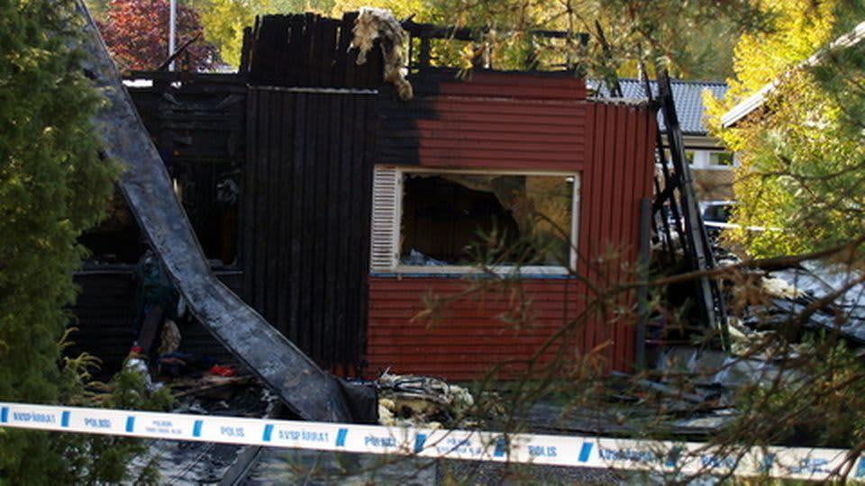 Tulipalossa tuhoutunut omakotitalo.