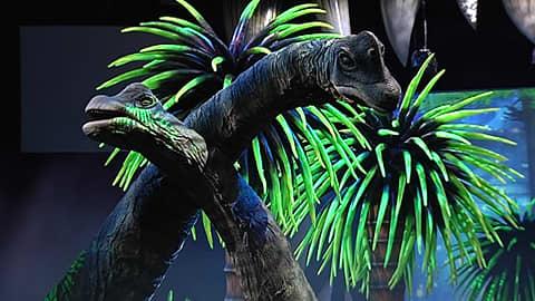 Kaksi dnosaurusta Walking with Dinousaures -esityksessä.