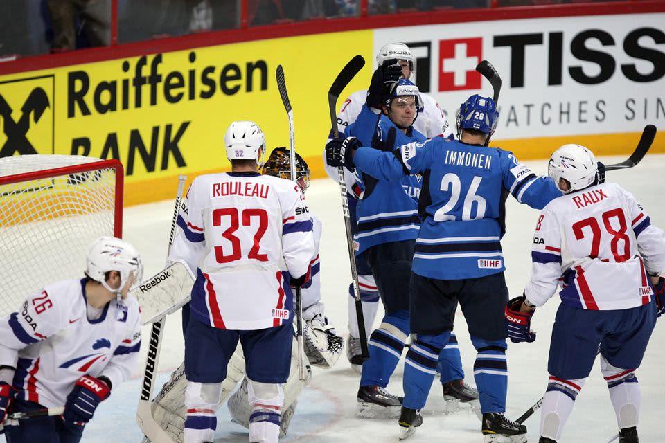 Jarkko Immonen ja Janne Pesonen juhlivat 1-0-maalia.