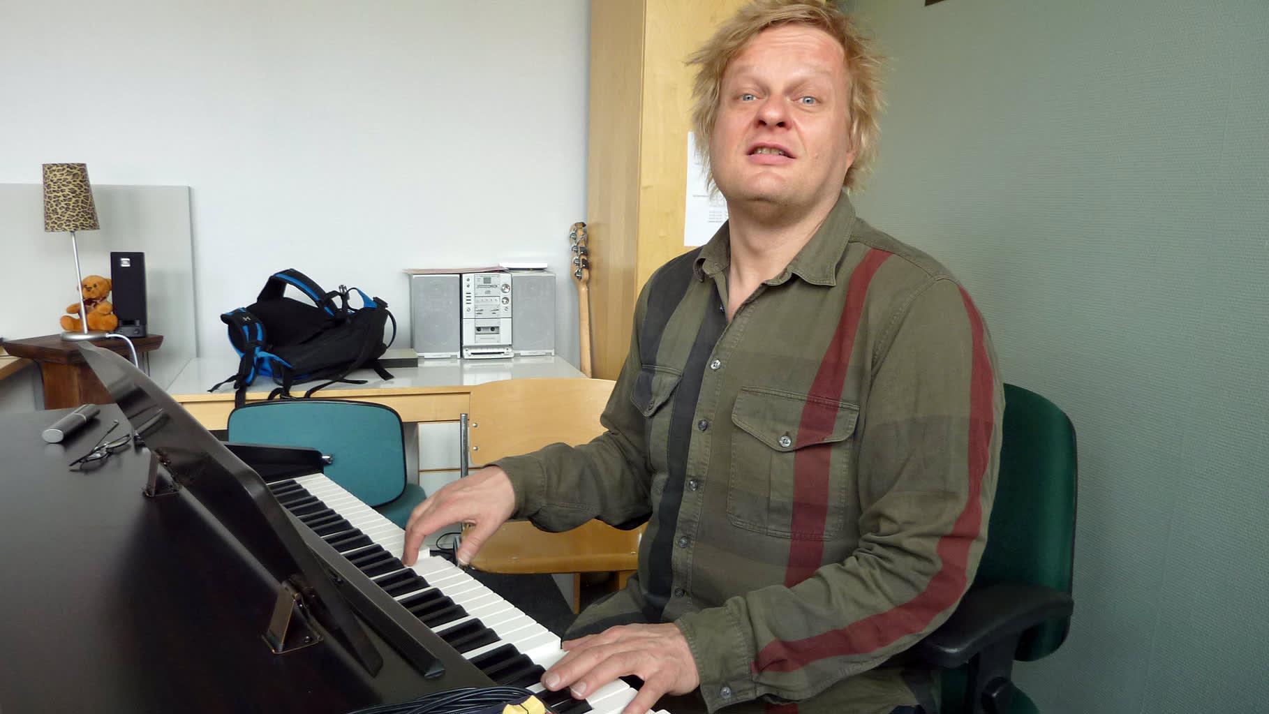 Iiro Rantala soittaa pianoa