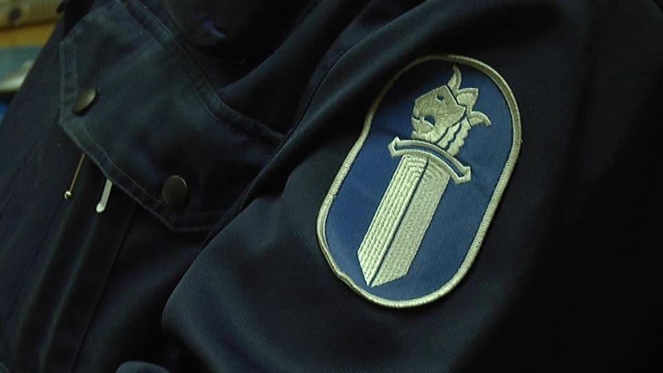 Poliisin virka-asu.