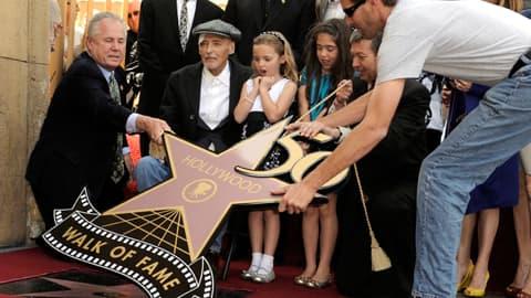 Näyttelijä Dennis Hopper sai tähden Hollywoodin Walk of Famelle.