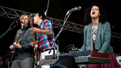 Arcade Fire esiintymässä Senaatintorilla