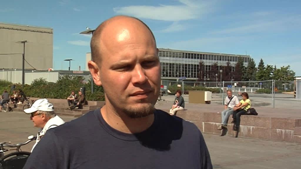 Kansalaisaktiivi, vasemmistonuorten ex-puheenjohtaja Dan Koivulaakso pitää itseensä kohdistunutta kaasuhyökkäystä poliittisena ja epäilee äärioikeistolaisia motiiveja.