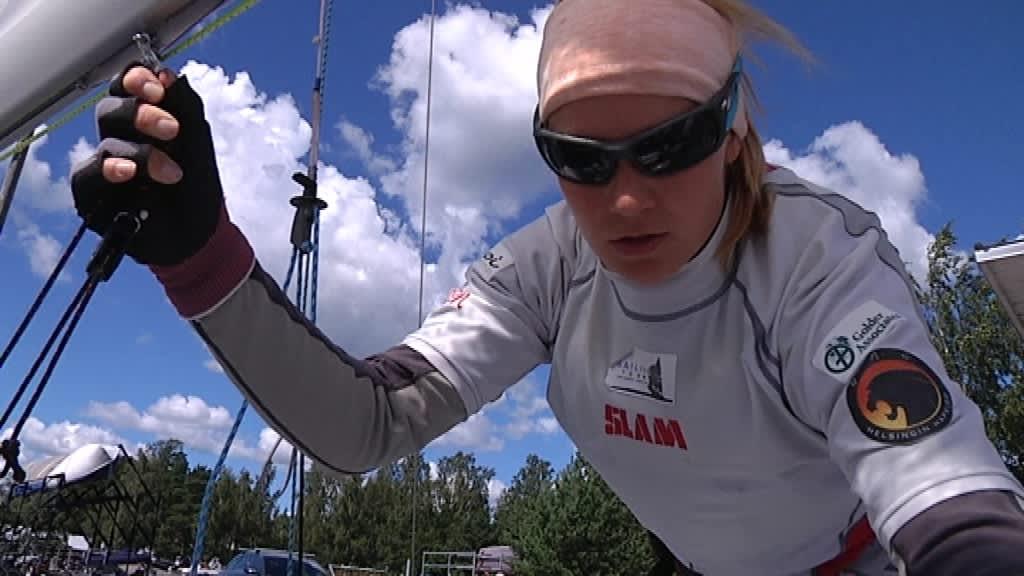Annina Takala edustaa Helsingfors Segelklubb -pursiseuraa.