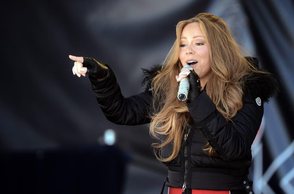Mariah Carey laulamassa