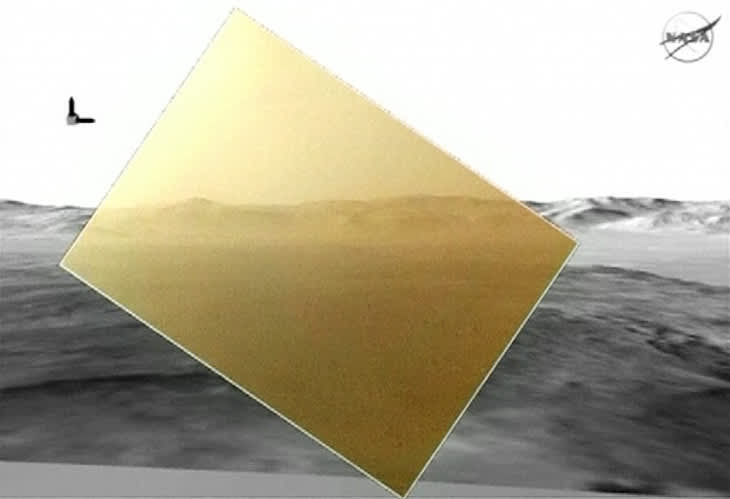 Nasan julkaisema ensimmäinen värivalokuva Marsin pinnalta asemoituna samaa maisemaa esittävän mustavalkoisen animaatiokuvan päälle.