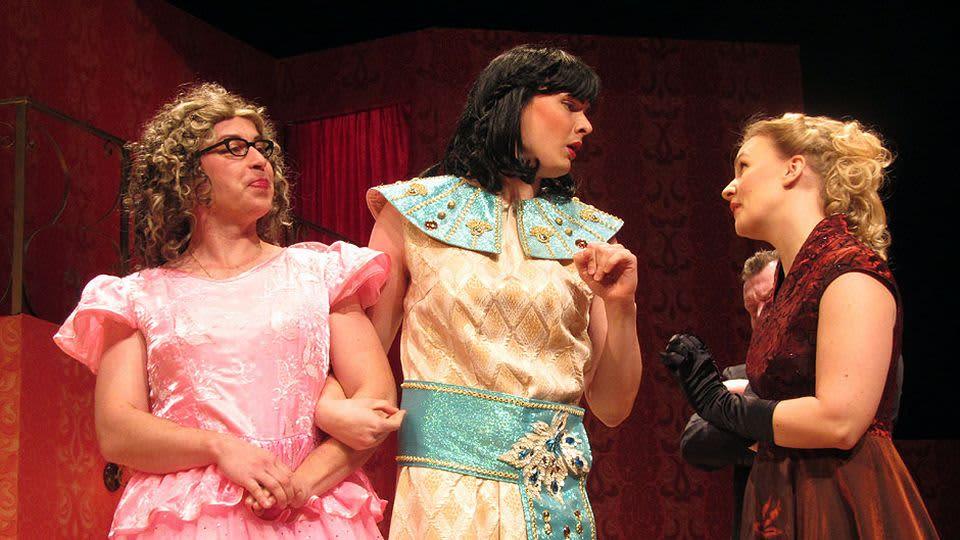 Kohtaus Kemin kaupunginteatterin näytelmästä Diivat