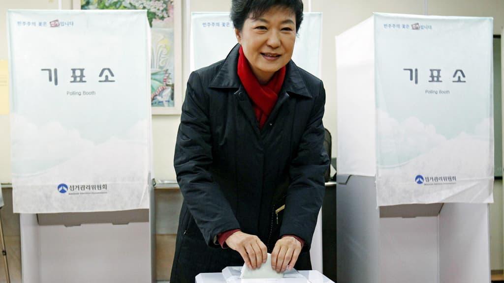 Park Geun-hye äänestää Etelä-Korean pääkaupungissa Soulissa.