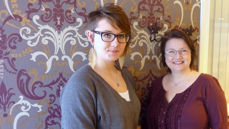 Taina-Maria Rautasuo (oik.) ja Hilma Koskinen
