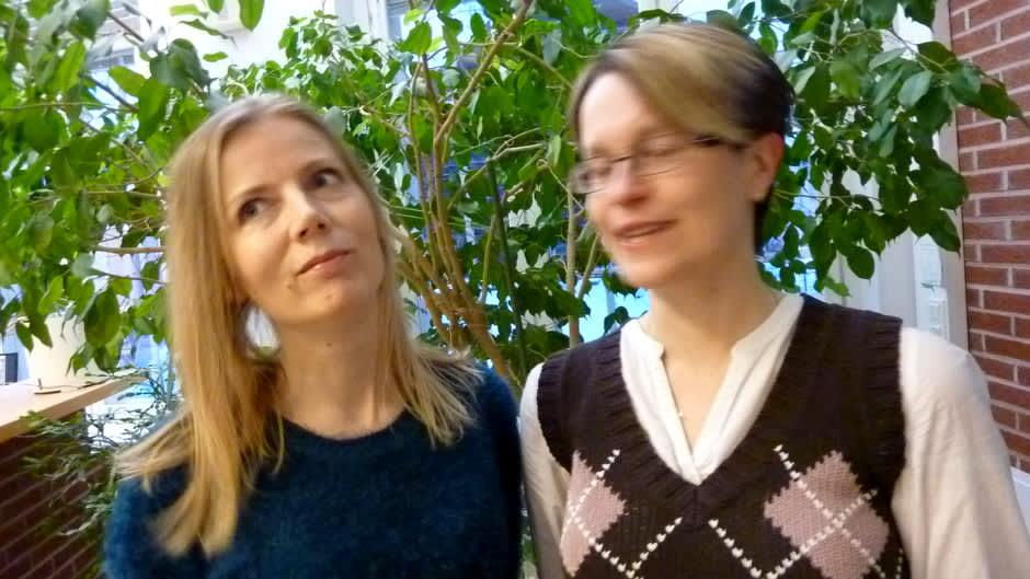 Kirjailijat Netta Walldén (vas.) ja Hanna van der Steen