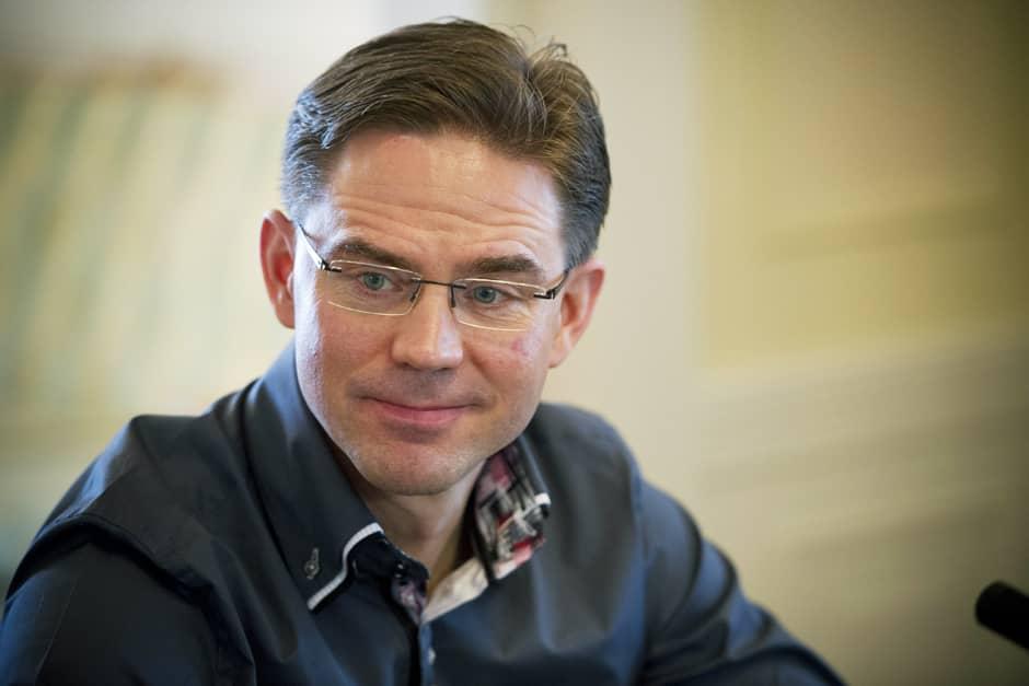 Pääministeri Jyrki Katainen YLE Radio Suomen pääministerin haastattelutunnilla Kesärannassa Helsingissä 17. helmikuuta.