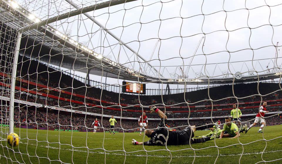 Arsenal tekee maalin kotistadionillaan Lontoossa.