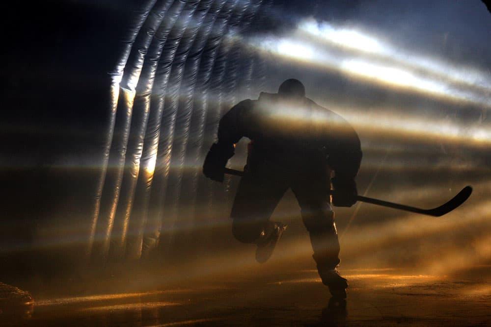 yleis yleiskuva jääkiekko jääkiekkoilija luistelu kiekko luistin pelaaja