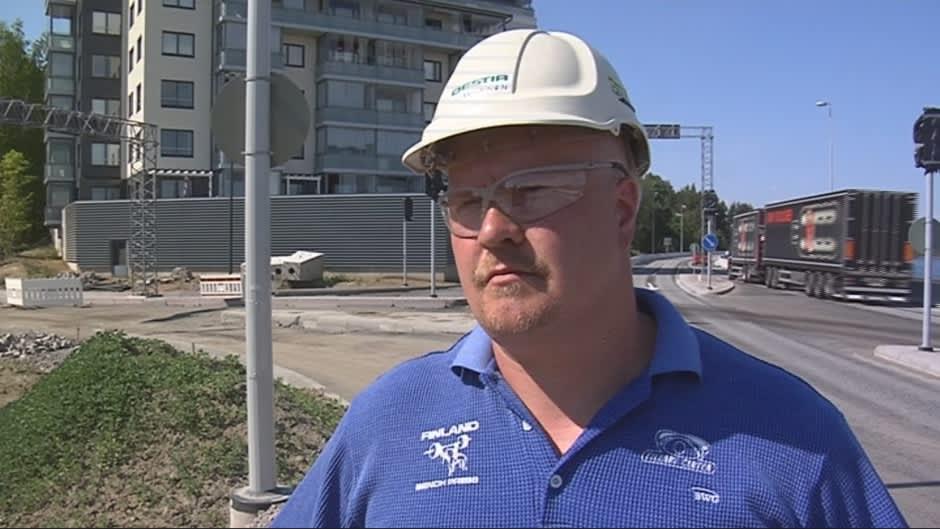 Destian työmaapäällikkö Aki Loikkanen.