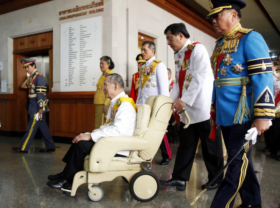 Thaimaan lainsäädäntö kieltää kuningas Bhumibol Adulyadejin julkisen halventamisen.