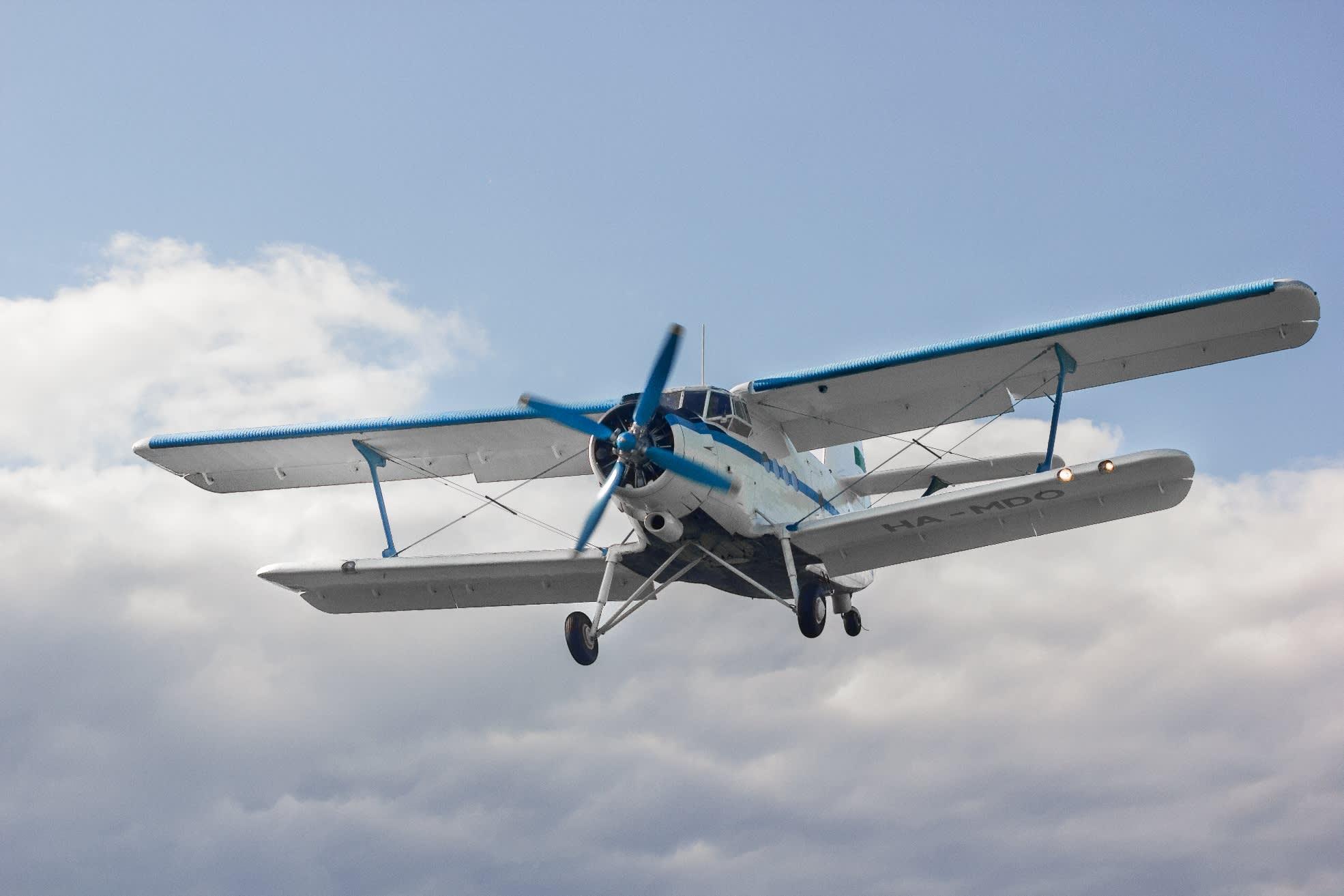Antonov An-2 laskeutumassa Lempäälään.