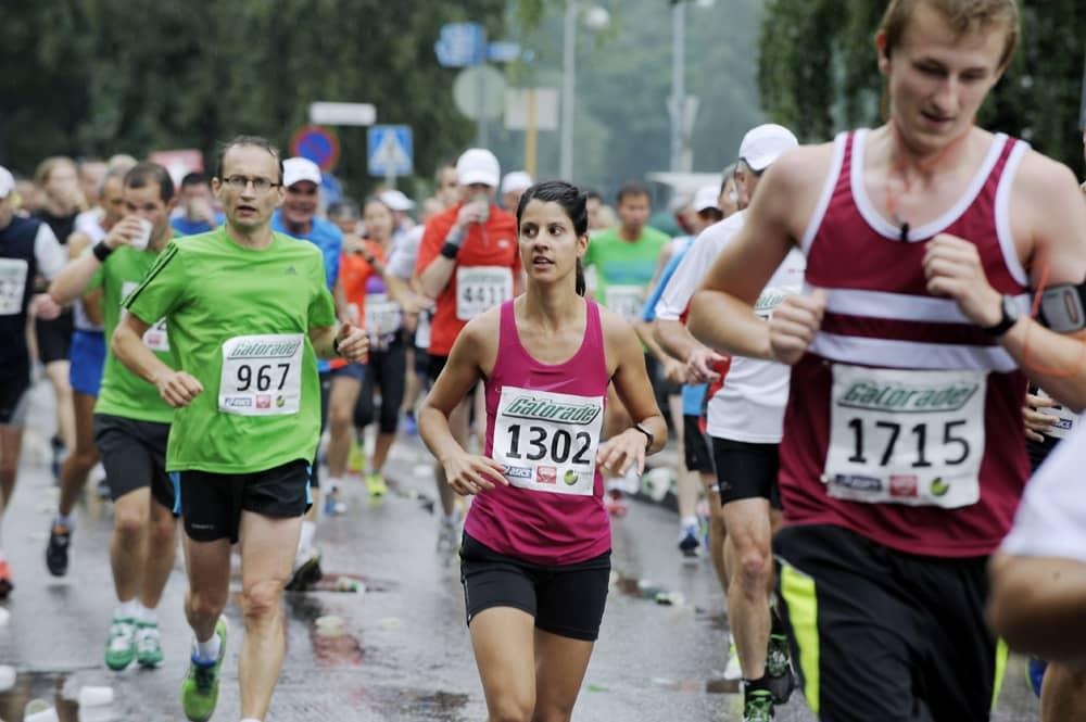 Juoksijoita Helsinki City Maratonilla.