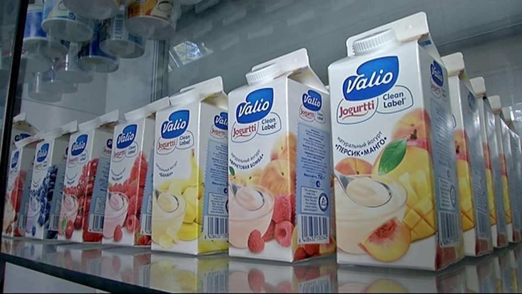 Jogurttipurkkeja rivissä