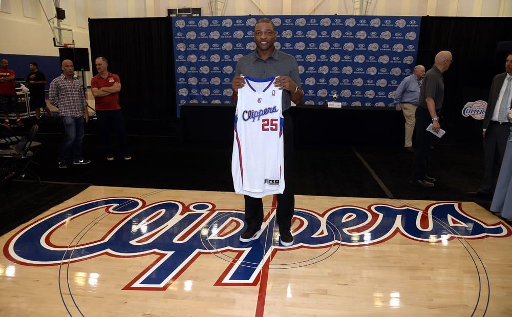 """Glenn """" Doc"""" Rivers pitelee Los Angeles Clippersin pelipaitaa käsissään"""