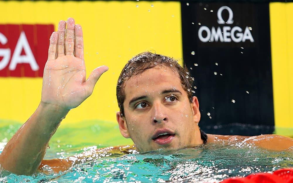 Etelä-Afrikan Chad Le Clos heiluttaa uima-altaassa.