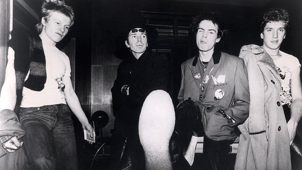 Sex Pistols, rumpali Paul Cook, laulusolisti Johnny Rotten, basisti Sid Vicious ja kitaristi Steve Jones 1970-luvulla.