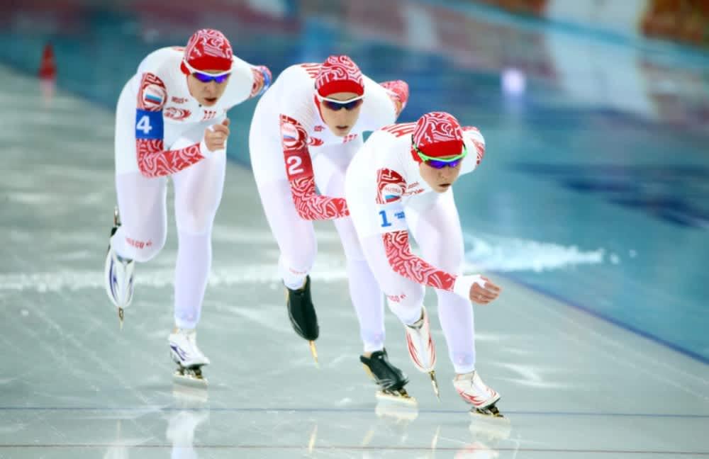 Naisten joukkuepikaluistelun olympiakultaa nappasi Venäjä