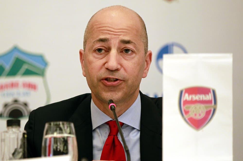 Arsenalin toimitusjohtaja Ivan Gazidis lehdistötilaisuudessa.